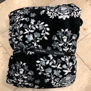 Vera Bradley throw blanket NWT